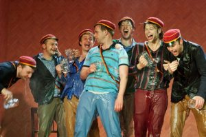 """Szenefoto aus """"Waffenschweine"""", der Uraufführung des Theater Bonn / (C) Thilo Beu"""
